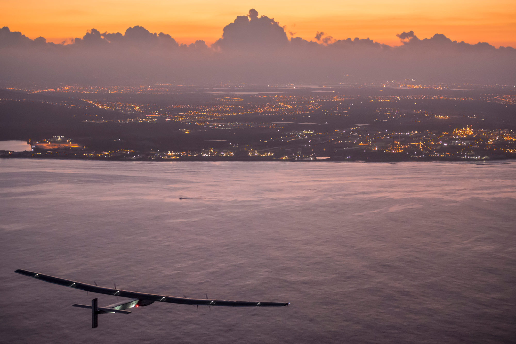 André Borschberg flies Solar Impulse 2 into Kalaeloa airport in Hawaii after flying for five consecutive days.